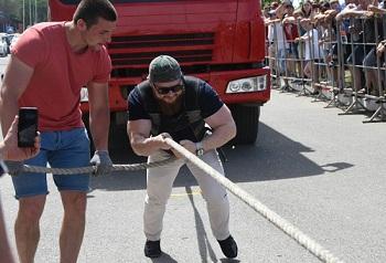 Астраханский депутат применил физическую силу на глазах многих астраханцев!