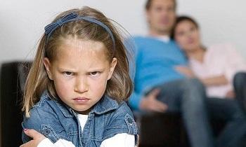 Астраханцев учат быть приёмными родителями