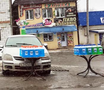 Астраханский Роспотребнадзор проверяет автомагазины в то время как на обочинах торгуют суррогатной «незамерзайкой»