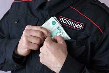 В Ленинском районе бывший участковый попался на получении взятки