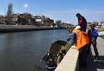 Вы будете в шоке от того, что нашли рабочие при чистке каналов в Астрахани