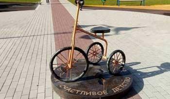 На Петровской набережной установили новый памятник