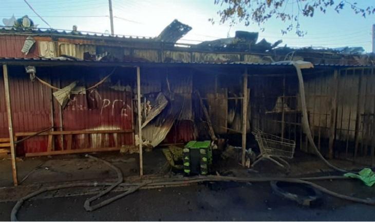 В Астрахани сгорел магазин с цветами