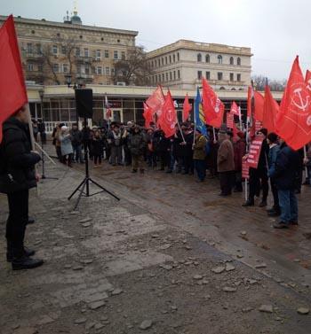 Астраханская оппозиция митинговала на разбитой тротуарной плитке