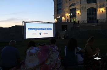 Кино под открытым небом» в Астрахани