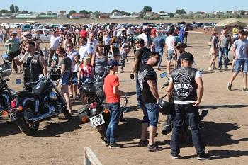 Пыльный уикенд: астраханцы проявили большой интерес к фестивалю по автоспорту