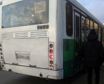 Юные пассажиры общественного транспорта Астрахани подвергаются риску
