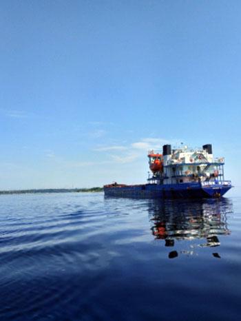 Шедший в Астрахань сухогруз сел на мель в Саратове