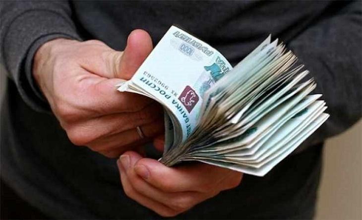 Директриса ГАУ Астраханской области превысила полномочия и поплатилась за это