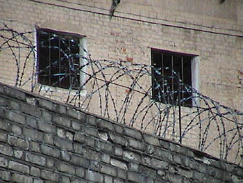 В астраханских тюрьмах с мусором бардак