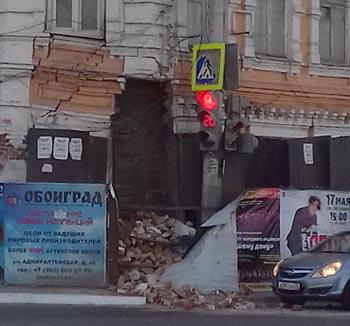 В Астрахани частично рухнул жилой дом: угроза чрезвычайной ситуации сохраняется