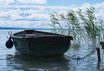 Тела двух пенсионеров обнаружены на берегу реки Воложка в Трусовском районе