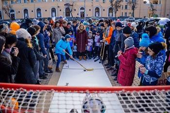 На площади Ленина прошла хоккейная лихорадка