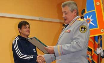 В Астрахани за спасение утопающего наградили бывшего воспитанника детского дома