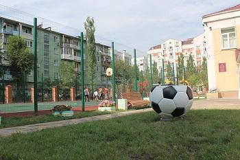 В астраханском социальном центре «Исток» завершилось строительство футбольной площадки