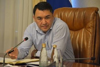 Вице-губернатор Расул Султанов обратился к городским депутатам