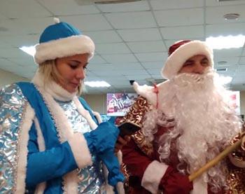 На корпоративе депутаты облдумы переоделись Дедом Морозом и Снегурочкой