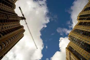 На Бакинской погиб шестнадцатилетний юноша, упав со строящейся многоэтажки