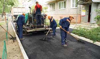 Из Астраханской области поступают жалобы на то, что благоустройство дворов ведется вразрез с утвержденными проектами