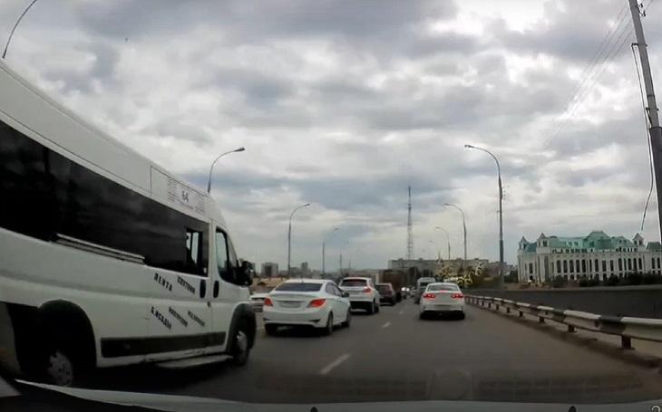 Астраханцы обсуждают пробку на Новом мосту
