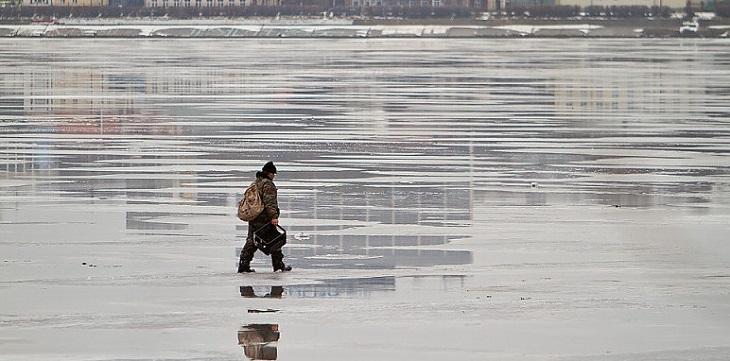 МЧС предостерегает астраханцев от прогулок по тонкому льду
