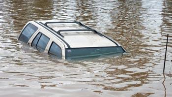 Напившись виски под Астраханью, водитель утонул в собственной иномарке