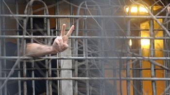 Осужденный схлопотал новую уголовку за неправильное обращение с рацией в колонии