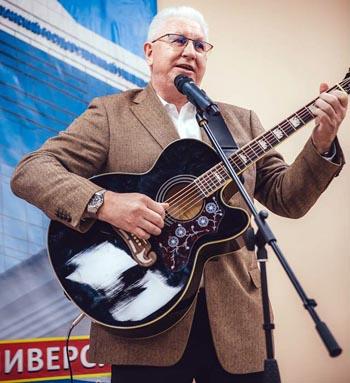 Бывший председатель правительства Астраханской области взялся за гитару