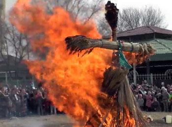 Сожжение Масленицы в Астрахани попало на видео