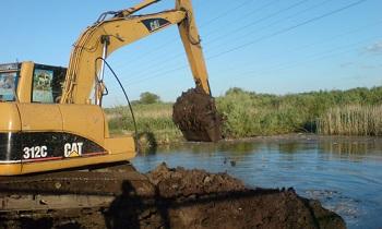 На острове в Енотаевском районе незаконно копают огромный канал?