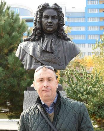Сергей СИНЮКОВ: В ЦУМе наряжают новогодние витрины