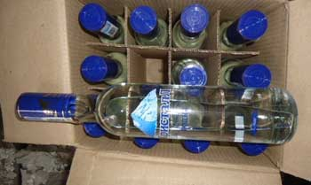 """Проводница поезда из Казахстана пыталась контрабандой провезти 200 бутылок """"паленой"""" водки"""