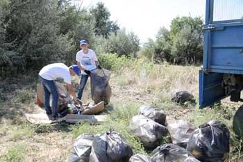 В Черноярском районе Астраханской области юные экологи убрали с берега Волги 17 тонн мусора