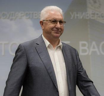 Ректор Астраханского госуниверситета показал свои ягодки