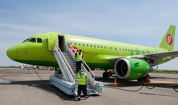 В астраханском аэропорту приземлился неисправный самолет