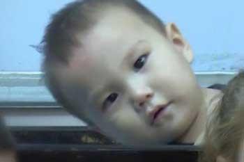 Ребёнок, лишившийся родителей, может вернуться из приюта в Ираке к бабушке в Астрахань