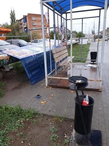 Новые остановки в Астрахани разваливаются. Но быстро ремонтируются