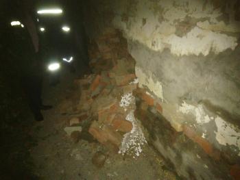 В Трусовском районе на глазах жителей разрушается восьмиквартирный дом