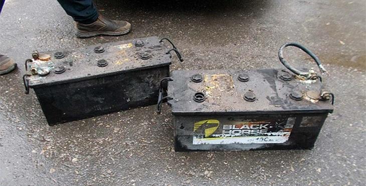 Иногородний дальнобойщик лишился в Астрахани аккумуляторов