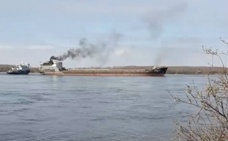 Судно с припиской к Астраханскому порту село на мель в Ленобласти