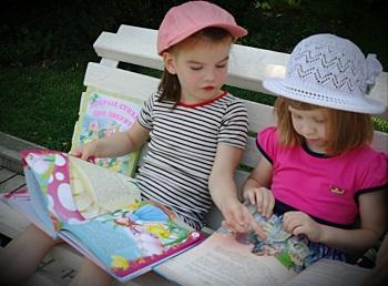 Юные астраханцы приглашаются «С книжкой на скамейку»