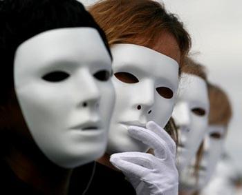 Подручней крикнуть из ветвей. Анонимные критики не случайно маскируются под экзотическими именами-кличками
