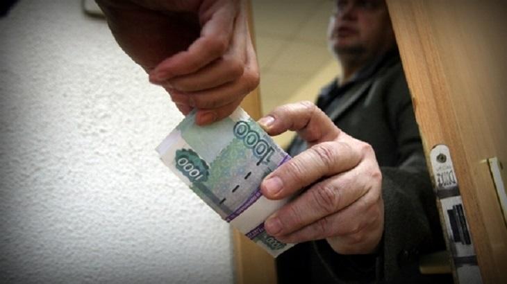 Опер за 55 тысяч: астраханский полицейский попался на взятке