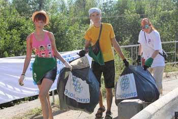 Активисты ОНФ приняли участие в субботнике по очистке острова Городской в Астрахани