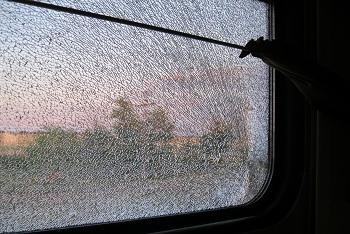 Поезда, идущие через Астраханскую область, закидываются камнями