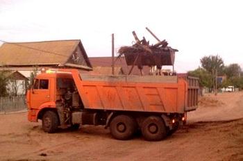 Астраханские чиновники увезли на самосвалах дом семьи Жидковых
