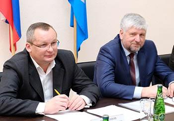Игорь Мартынов вручил награду Думы Астраханской области