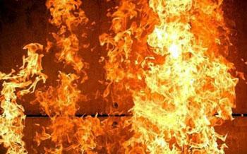 При пожаре под Астраханью погиб мужчина, его жена в тяжёлом состоянии