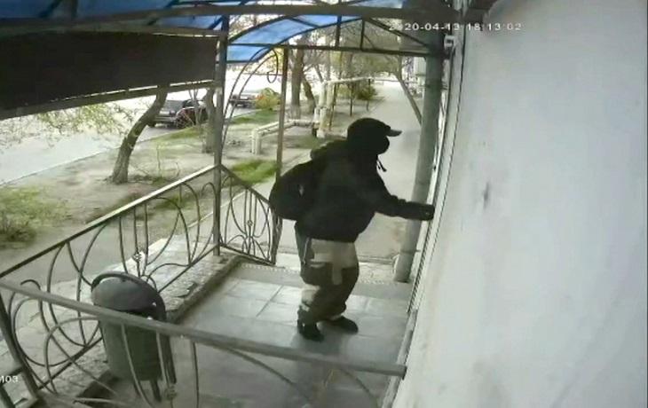 Ограбление продуктового магазина в Астрахани попало на видео