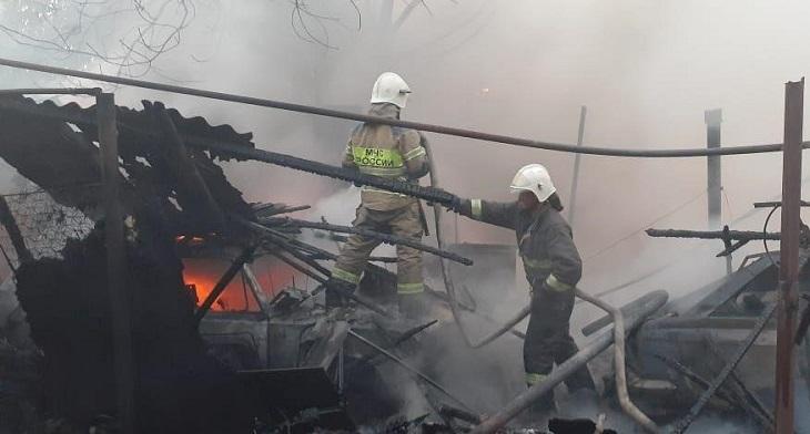В центре Астрахани горел старый жилой фонд